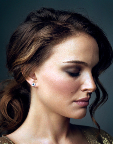 Natalie Portman wallpaper with a portrait titled Entertainment Weekly (January 2011)