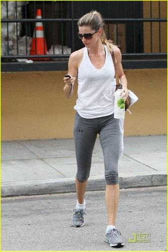 Gisele Bundchen wakes up early for a morning workout at her local gym on Saturday (June 11)