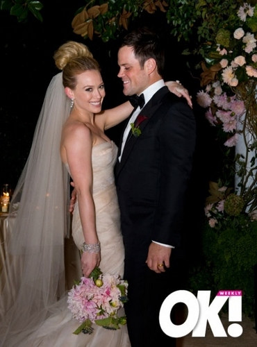 Hilary Duff & Mike Comrie দেওয়ালপত্র containing a bridesmaid called Hilary Duff & Mike Comrie Wedding