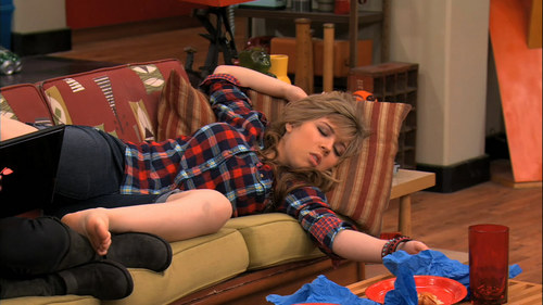 Jennette McCurdy fondo de pantalla containing a family room, a living room, and a drawing room titled ICarly