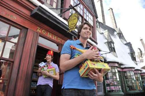 James and Oliver Phelps revisit Wizarding World of HP