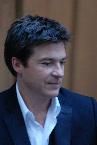 Jason Bateman Обои containing a business suit, a suit, and a two piece called Jason Bateman