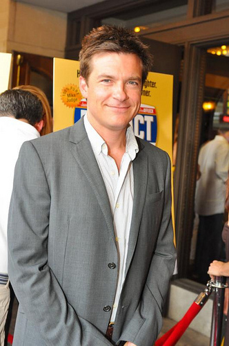 Jason Bateman wallpaper containing a business suit and a suit called Jason Bateman
