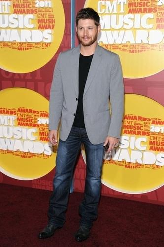 Jensen Ackles at 2011 CMT música Awards
