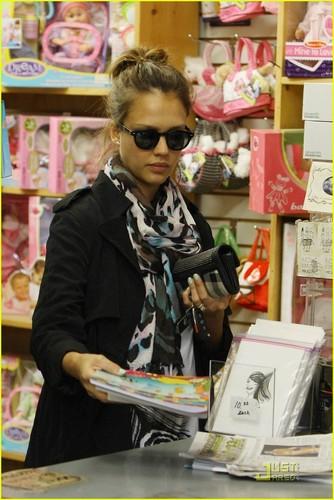 Jessica Alba: Toy Store Stop!
