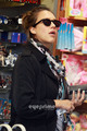 Jessica Alba nips into a toy store in Brentwood, Jun 10  - jessica-alba photo