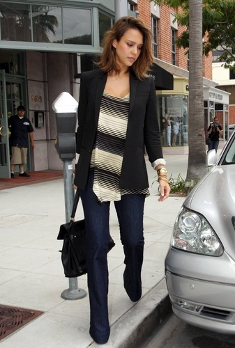 Jessica - Leaving a nail salon in Beverly Hills - June 09, 2011
