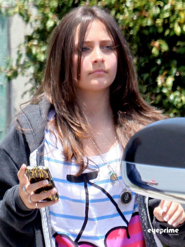 June 4th 2011 - MJ's Daughter Paris Leaves recitazione Class [= <3
