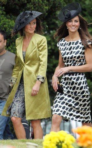 Kate Middleton वॉलपेपर called Kate and Pippa Middleton at a wedding in Berkshire.