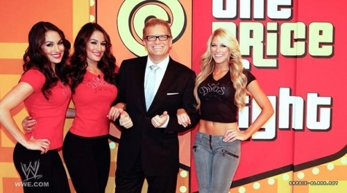 "Kelly & The Bellas Twins in ""The Price is Right""."