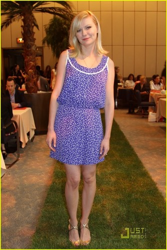 Kirsten Dunst: Louis Vuitton 2012 Cruise Presentation