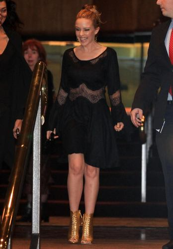 Kylie Minogue - Leaving her hotel 08 06 11