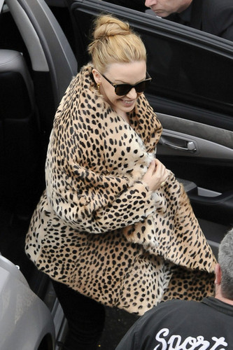 """Kylie Minogue wears a leopard print coat to greet her Sydney fans before her """"Aphrodite"""" show"""
