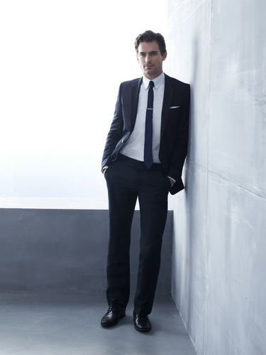 Matt Bomer wallpaper containing a business suit, a suit, and a well dressed person entitled Matt Bomer