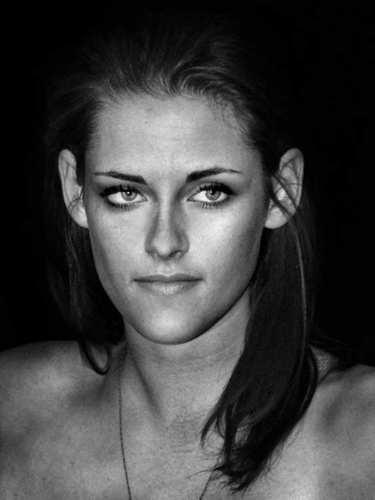 New Gorgeous photoshoots stills of Kristen Stewart from Stockholm Event