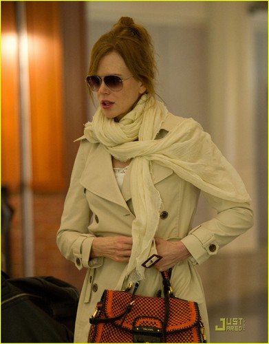 Nicole Kidman: LAX Stylish Arrival!