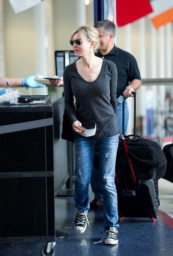 Renee Zellweger prepares to depart from LAX Airport.