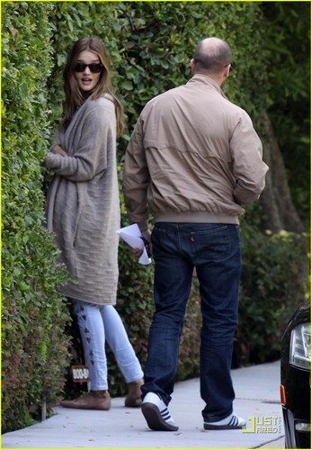 Rosie Huntington-Whiteley & Jason Statham: Peek-A-Boo House Guests!