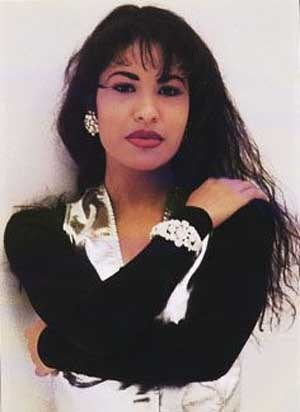 Selena (the movie) wallpaper containing a portrait and attractiveness called Selena-Quintanilla-Perez