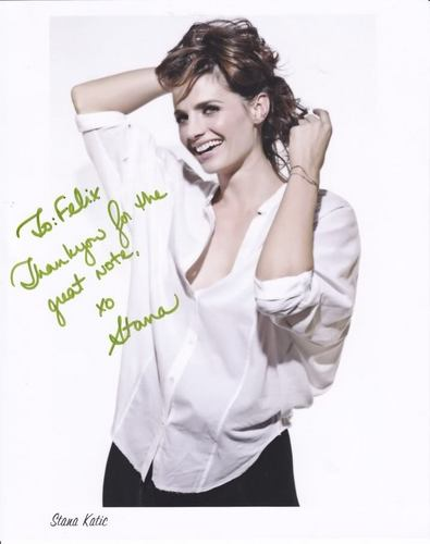 Stana Katic, autograph - castle Photo