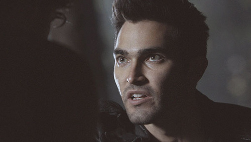 Tyler Hoechlin wallpaper possibly with a portrait called Teen lupo - Derek Hale