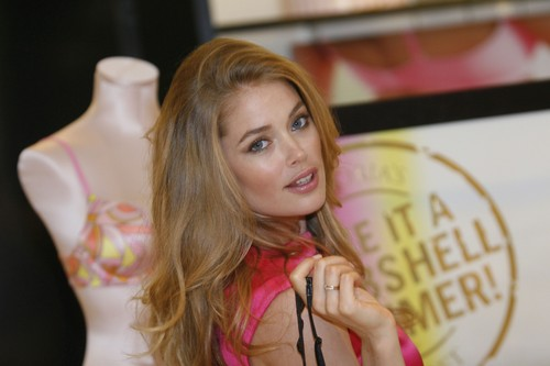 Victoria's Secret Summer Bombshell Tour in Dallas
