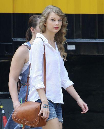 Walking in Manhattan 08 06 11