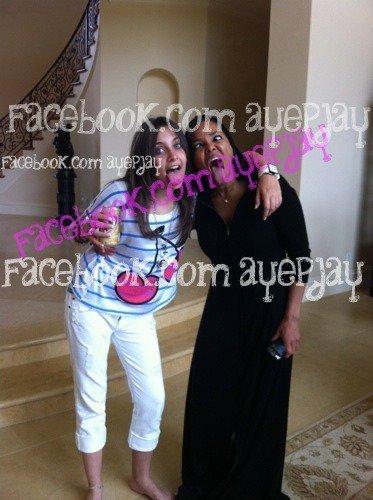 http://images4.fanpop.com/image/photos/22700000/paris-and-janet-prince-michael-jackson-22765751-373-500.jpg