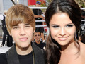 sel and jb - selena_mgomez-and-justindrew_b photo