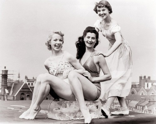 1949: Audrey Hepburn (r.) with Aud Johannsen (l.) and Enid Smeeden