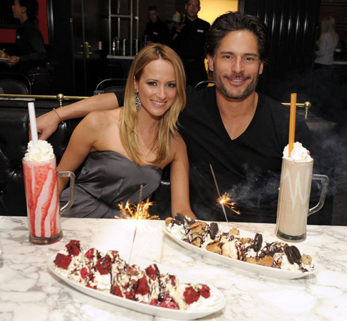 Joe Manganiello 壁紙 with an 前菜 called April 3o: Dine At Sugar Factory American ビヤホール, ブラッセリー, ブラッスリー At Paris Las Vegas