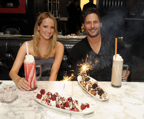 Joe Manganiello 壁紙 with an 前菜 and a baked alaska called April 3o: Dine At Sugar Factory American ビヤホール, ブラッセリー, ブラッスリー At Paris Las Vegas