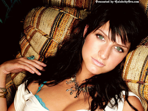 Ashlee Simpson wallpaper with a boater called Ashlee Simpson