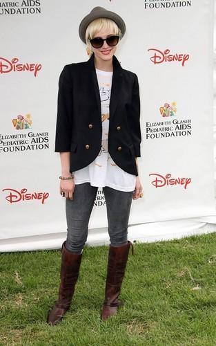 Ashlee Simpson at 히어로즈 Celebrity Carnival 2011