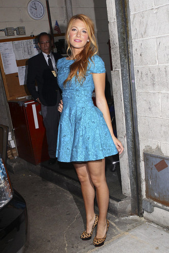 "Blake Lively Leaving ""Live With Regis & Kelly"" tunjuk"