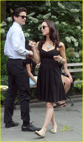 Eliza Dushku: White halsband, kragen Set with Matt Bomer!
