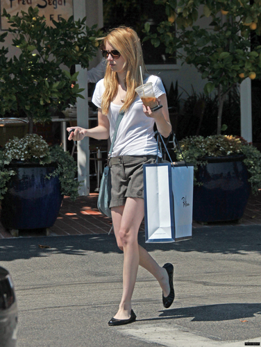 Emma shopping at ফ্রেড Segal in West Hollywood
