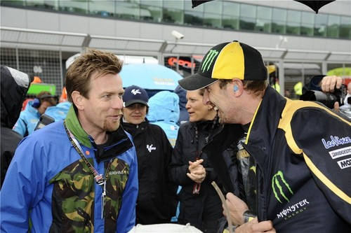 Ewan McGregor wallpaper possibly containing a green baret entitled Ewan at MotoGP
