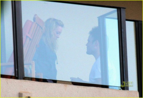 Hilary Duff & Mike Comrie پیپر وال titled Hilary Duff & Mike Comrie: Proposal