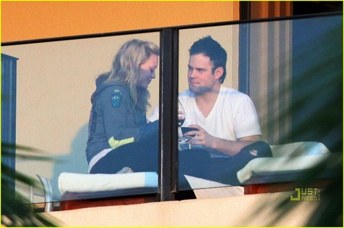 Hilary Duff & Mike Comrie fondo de pantalla possibly containing a revolving door called Hilary Duff & Mike Comrie: Proposal