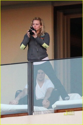 Hilary Duff & Mike Comrie 바탕화면 titled Hilary Duff & Mike Comrie: Proposal