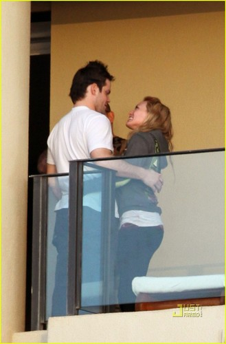 Hilary Duff & Mike Comrie wallpaper called Hilary Duff & Mike Comrie: Proposal