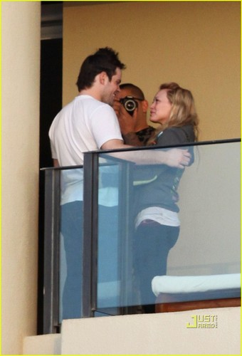 Hilary Duff & Mike Comrie 바탕화면 possibly containing a sign entitled Hilary Duff & Mike Comrie: Proposal