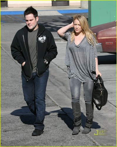 Hilary Duff & Mike Comrie پیپر وال containing a business suit titled Hilary Duff & Mike Comrie