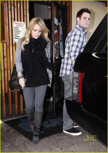 Hilary Duff & Mike Comrie fondo de pantalla with a business suit called Hilary Duff & Mike Comrie