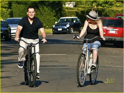 Hilary Duff & Mike Comrie fond d'écran containing a aller à vélo called Hilary Duff & Mike Comrie