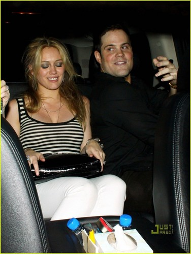 Hilary Duff & Mike Comrie پیپر وال with an automobile, a seat, and a ski rack entitled Hilary Duff & Mike Comrie