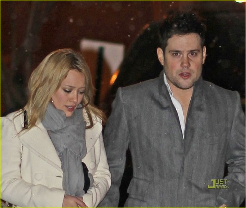 Hilary Duff & Mike Comrie fondo de pantalla with a well dressed person titled Hilary Duff & Mike Comrie