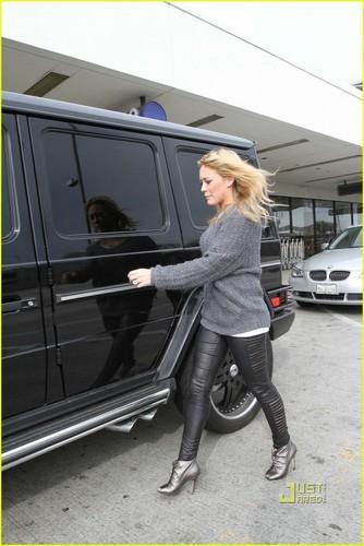 Hilary Duff & Mike Comrie fondo de pantalla entitled Hilary Duff & Mike Comrie