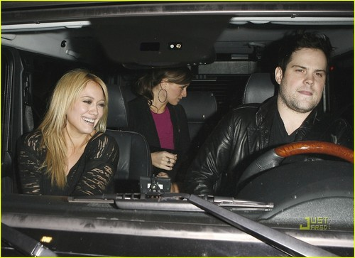 Hilary Duff & Mike Comrie fond d'écran containing an automobile called Hilary Duff & Mike Comrie